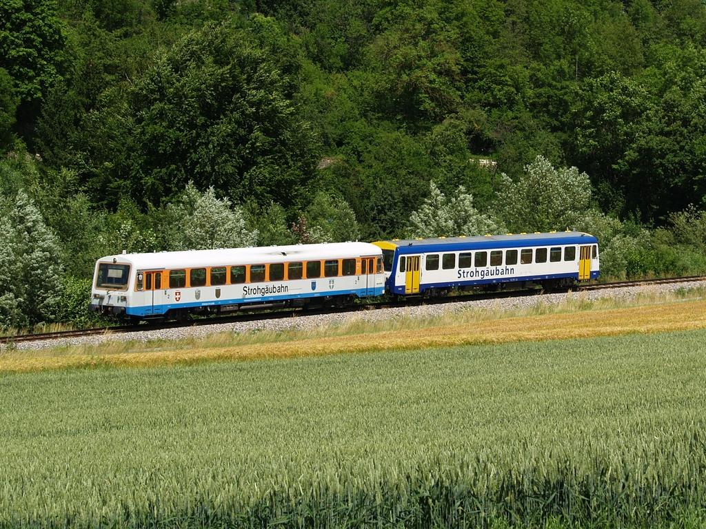 VT 410 und VS 201 zwischen Münchingen und Schwieberdingen, 22. Juni 2012 Foto: Jiří 7256 – 1024×768