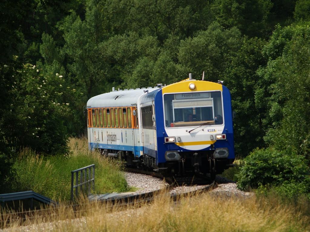 VT 410 und VS 201 zwischen Schwieberdingen und Münchingen, 22. Juni 2012 Foto: Jiří 7256 – 1024×768