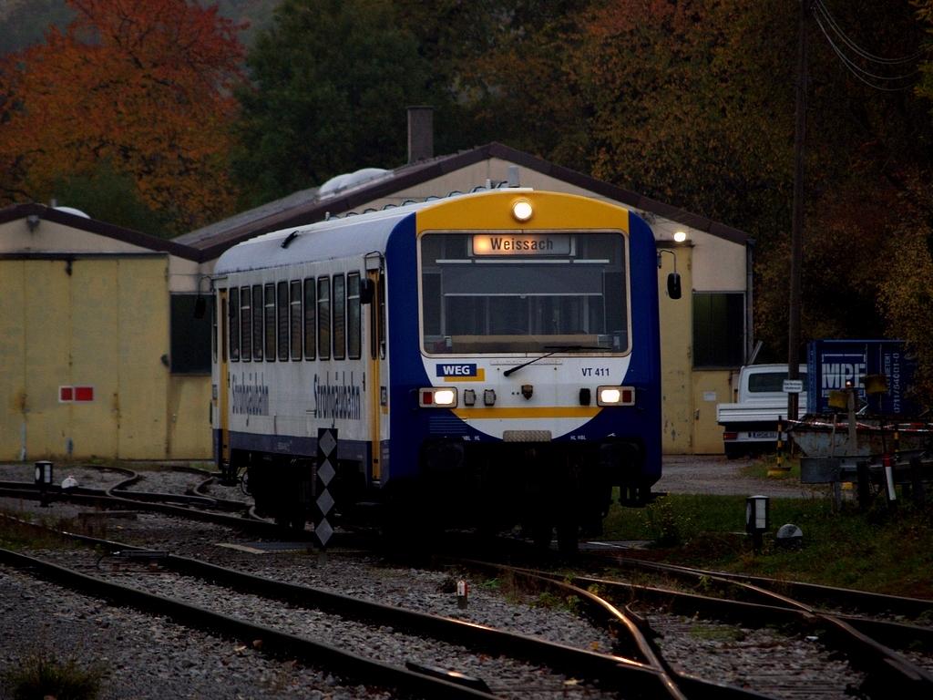 VT 411 in Weissach, 26. Oktober 2012 Foto: Jiří 7256 – 1024×768