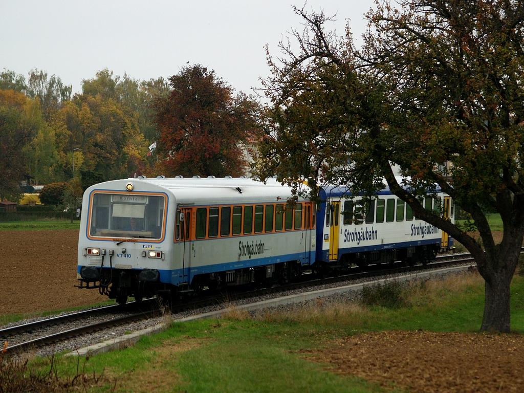 VT 410 und VT 411 bei Münchingen, 26. Oktober 2012 Foto: Jiří 7256 – 1024×768