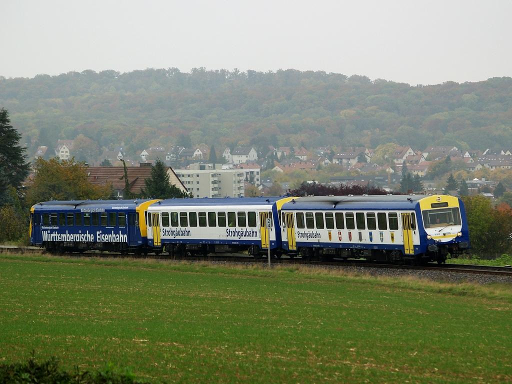 VT 412, VS 250 und VT 420 bei Korntal, 26. Oktober 2012 Foto: Jiří 7256 – 1024×768