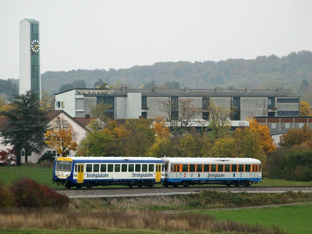 VT 411 und VT 410 bei Korntal, 26. Oktober 2012 Foto: Jiří 7256 – 1024×768