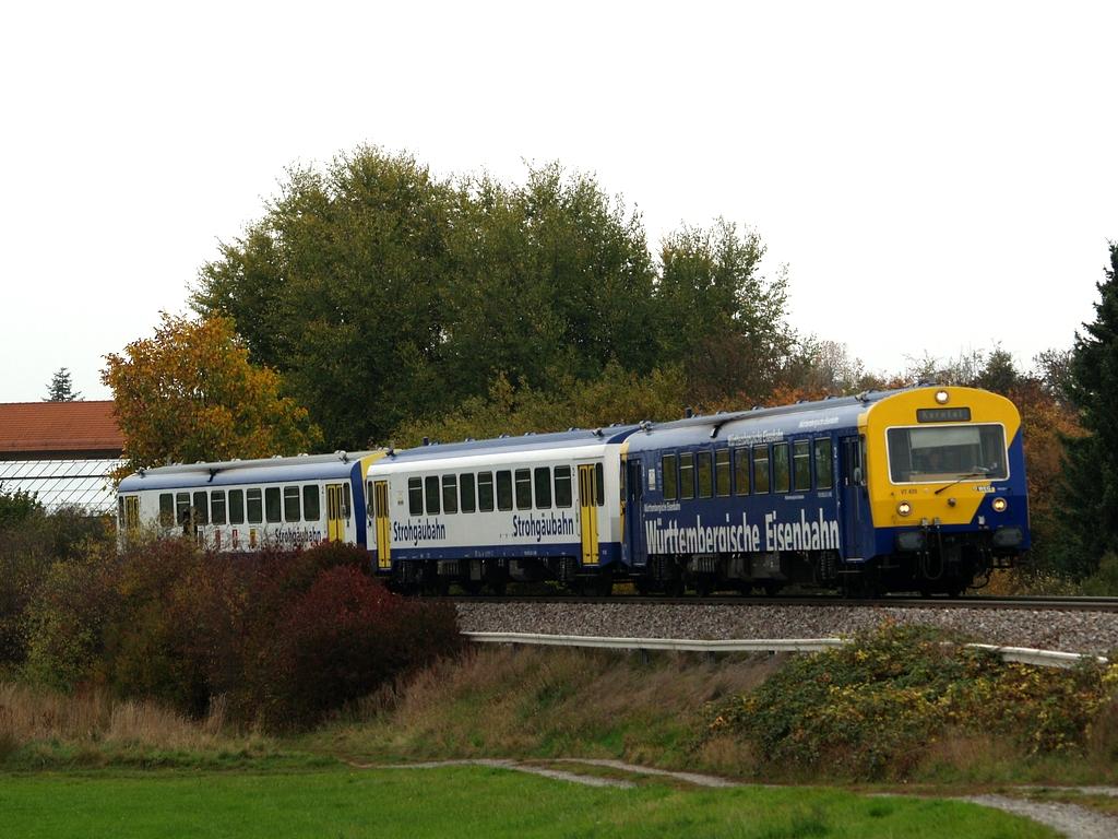VT 420, VS 250 und VT 412 bei Korntal, 26. Oktober 2012 Foto: Jiří 7256 – 1024×768