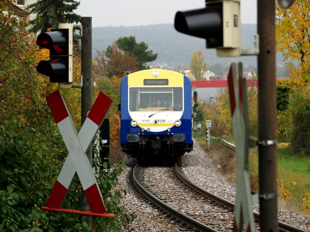 VT 412 am Haltepunkt Gymnasium Korntal, 26. Oktober 2012 Foto: Jiří 7256 – 1024×768