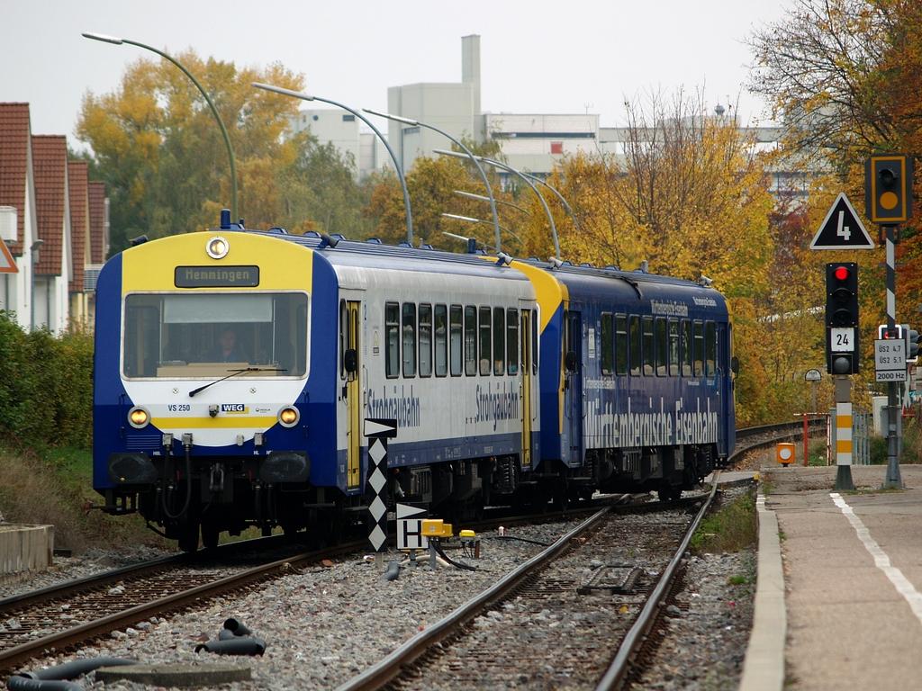 VS 250 und VT 420 in Münchingen, 26. Oktober 2012 Foto: Jiří 7256 – 1024×768
