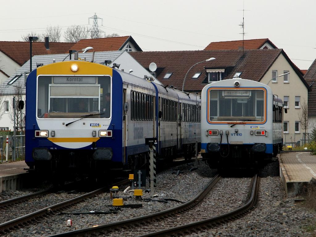 Zugkreuzung in Münchingen: links VS 201,  VT 412 und VT 413, rechts VT 410 und VT 411, 23. November 2012 Foto: Jiří 7256 – 1024×768