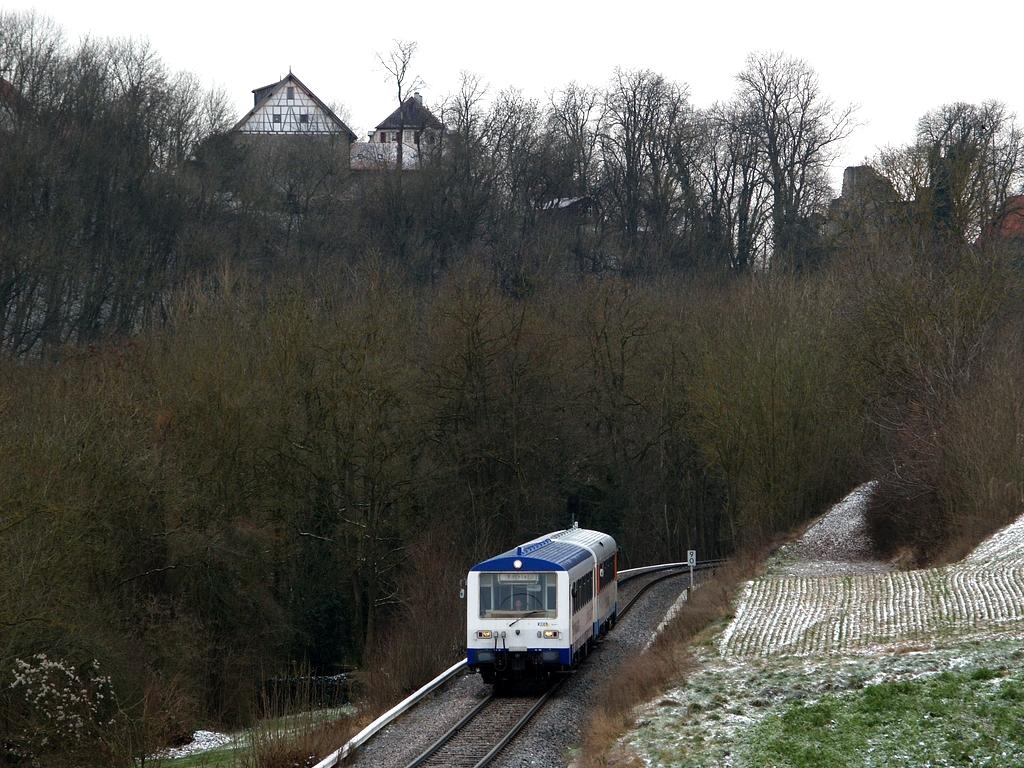 VT 410 und VS 220 unterhalb der Nippenburg, 7. Dezember 2012 Foto: Jiří 7256 – 1024×768