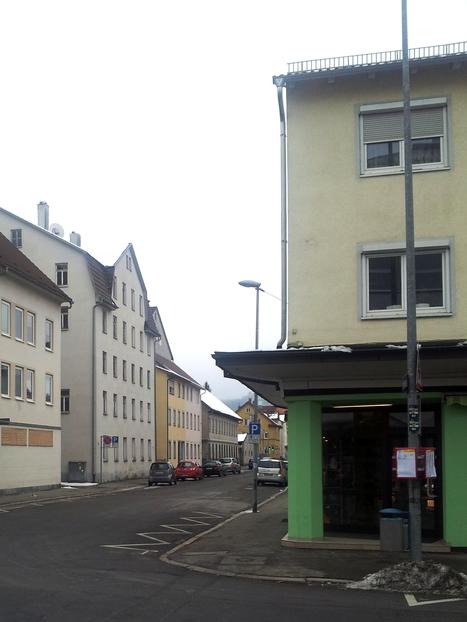 In der Bahnhofstraße, Foto: Jiří 7256 – 768x1024